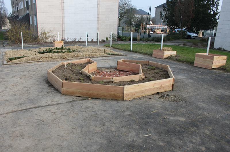 YA+K - yaplusk - Avranches - bac à sable reconverti en Jardin partagé