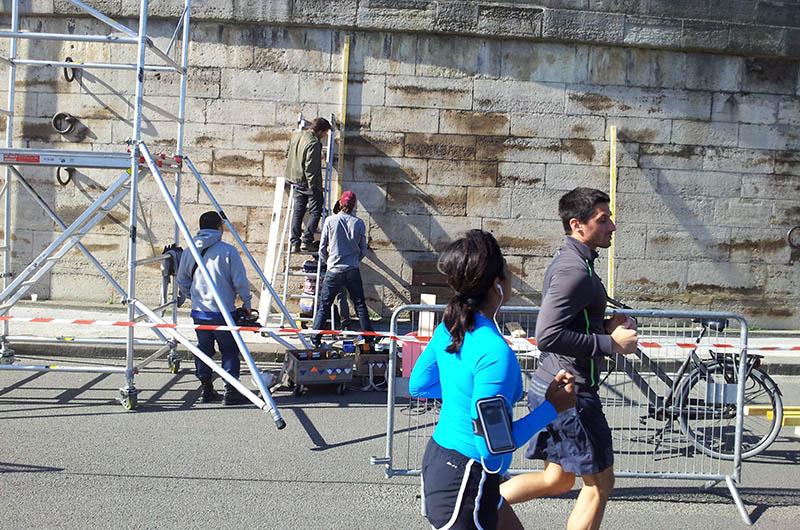 YA+K - yaplusk - montage du QR-code aux Berges de Seine (1)