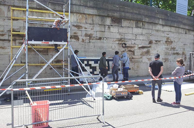 YA+K - yaplusk - montage du QR-code aux Berges de Seine (2)